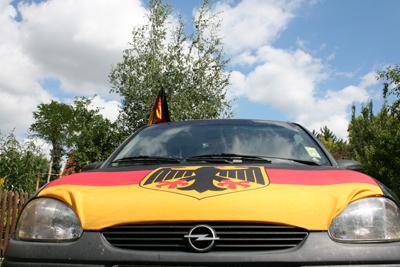 Mein Opel Corsa mit Deutschland-Fahne